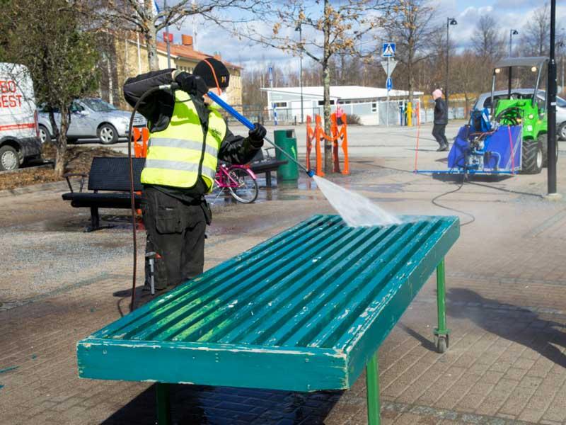 Desinfektion av parkutrustning med tvättpistol